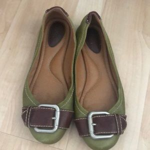 Fossil Leather Flats buckle toe 9.5